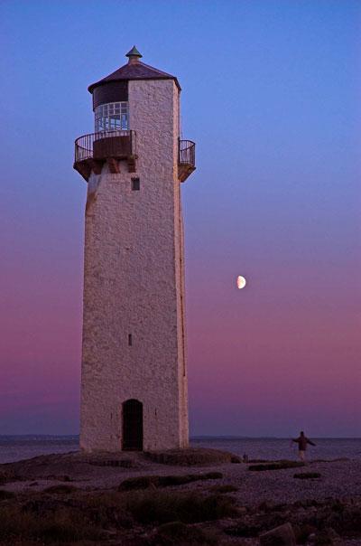 http://www.gelstoncastle.com/images/lighthousedusk.jpg